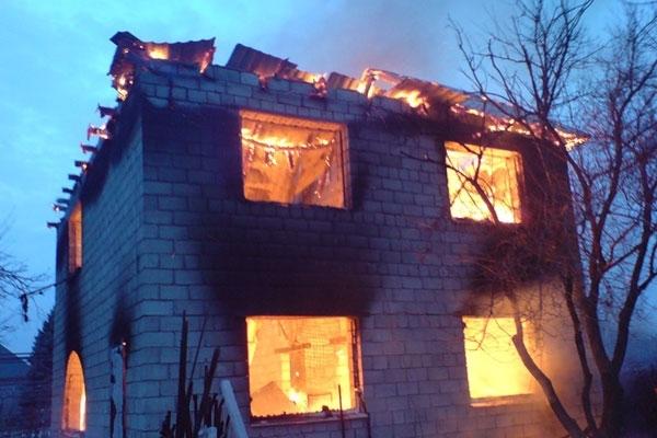 дом из шлакоблока не горит